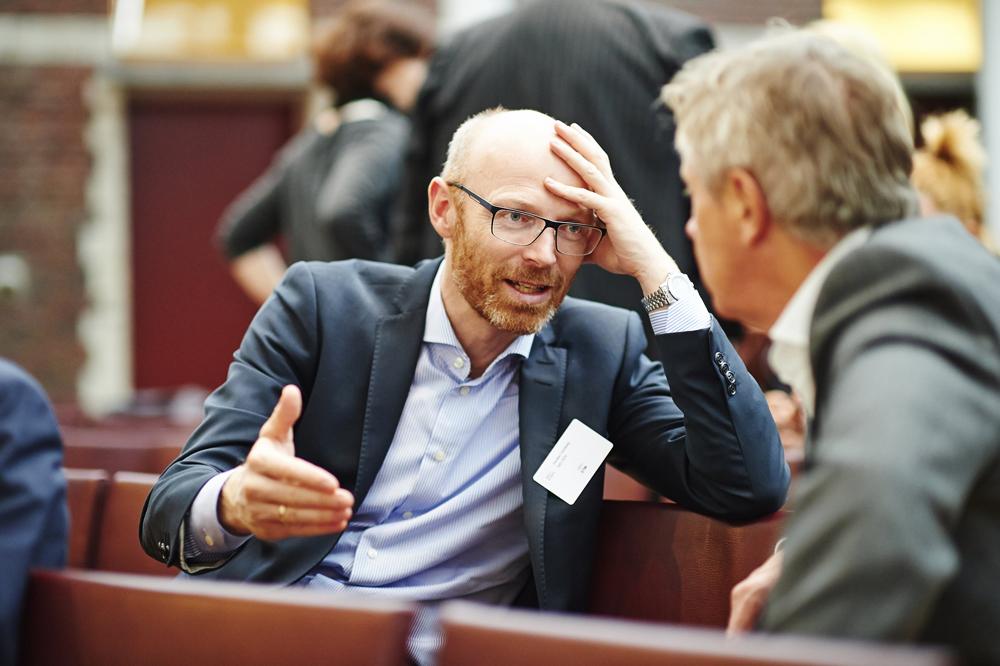 Adm. dir i svenske STIM, Karsten Dyhrberg Nielsen (t.v.) og TONOs adm.dir Cato Strøm i engasjert diskusjon i Brussel på onsdag.