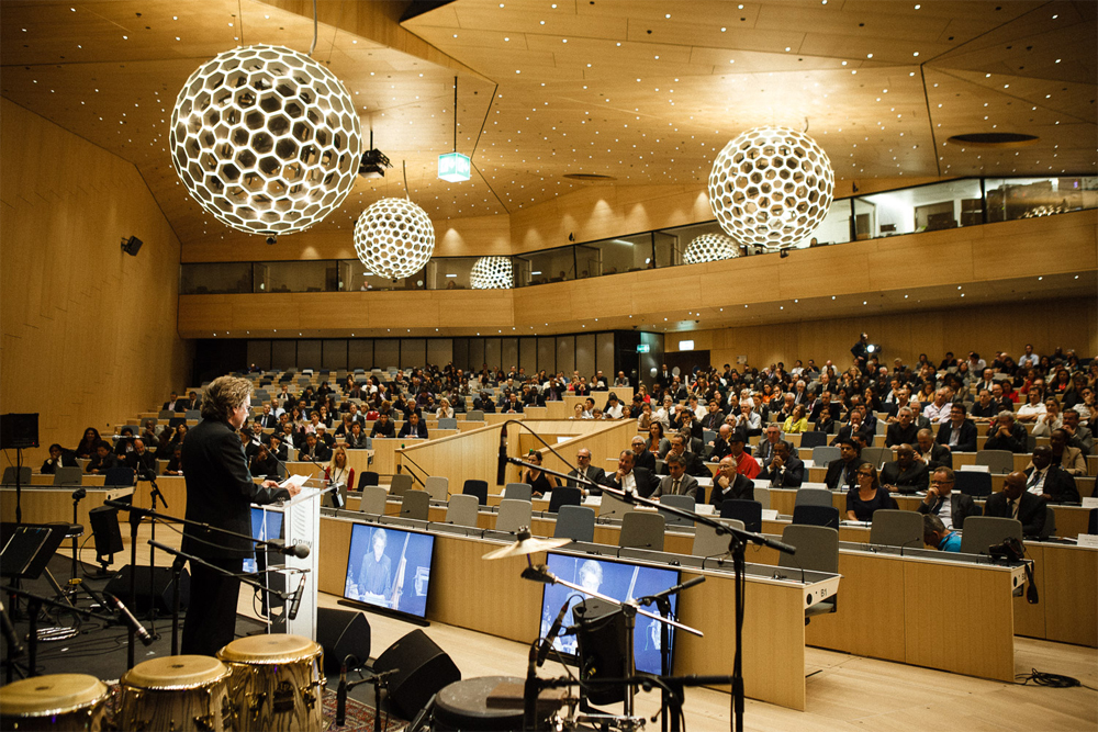 Jean Michel Jarre holder sitt innlegg på WIPOs 54. generalforsamling.  (Foto: Eilon Paz)