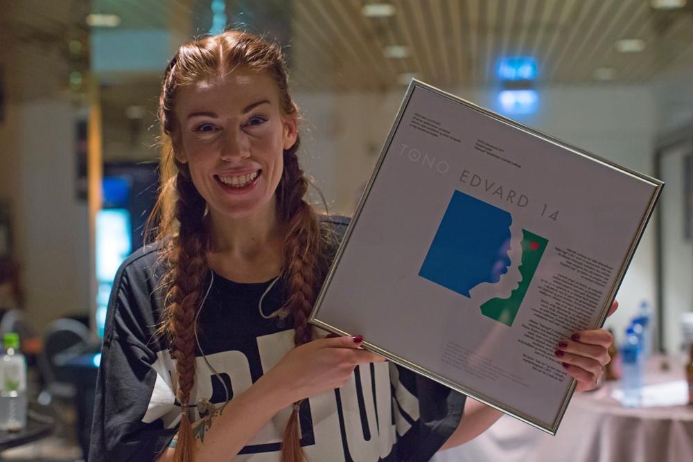 Gabrielle Leithaug er vinner av TONOs komponistpris EDVARD-prisen i kategorien populærmusikk. (foto: Hermann Stenerud)