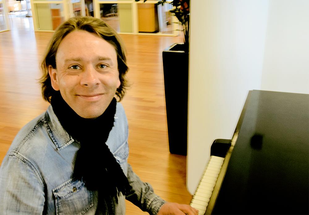 - Musikk gir dybde til nettbaserte videoreportasjer. TONO tilbyr lisens til de som ønsker å velge og vrake i verdensrepertoaret, forteller Stig Sætre i TONO. (Foto: Janne Sievers)