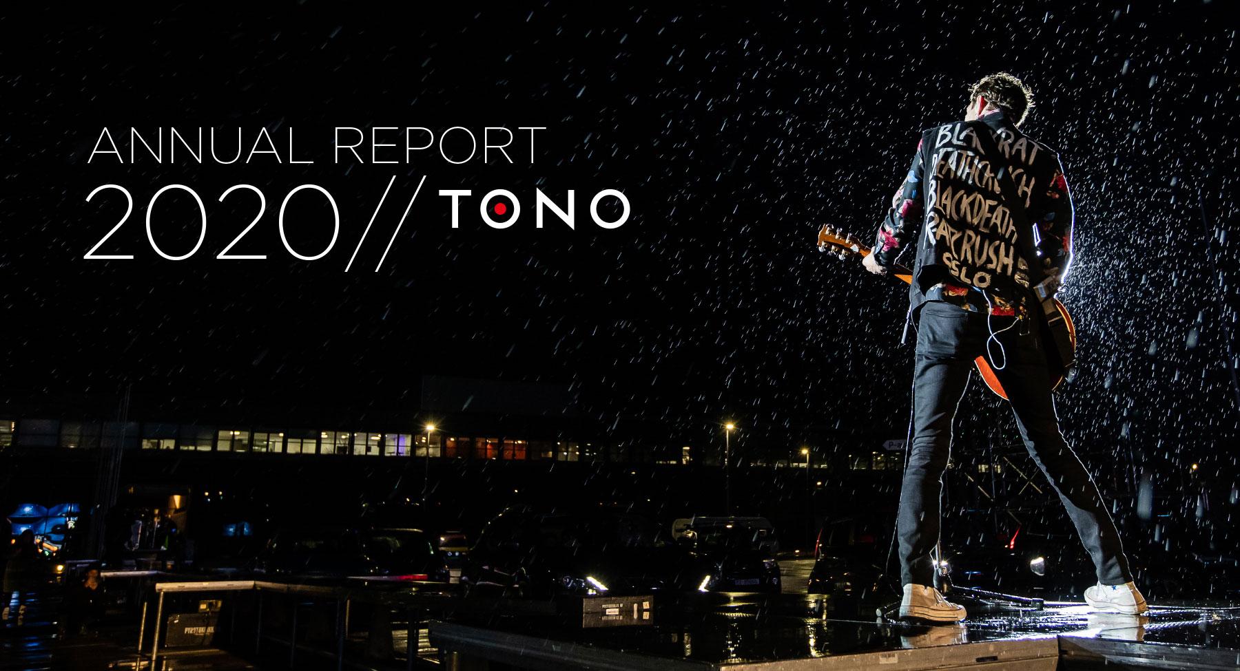 Consert outdoor, guitarist in the rain